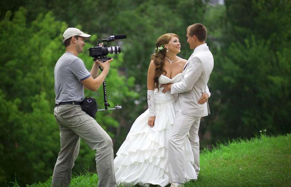Свадебная фотография, фотограф за работой