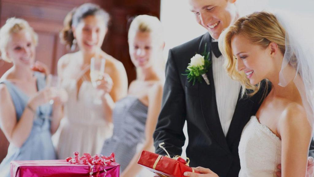 Свадебные подарки, подарки на свадьбу, молодожены